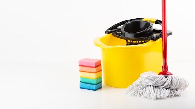 Conjunto de limpeza com esponjas coloridas