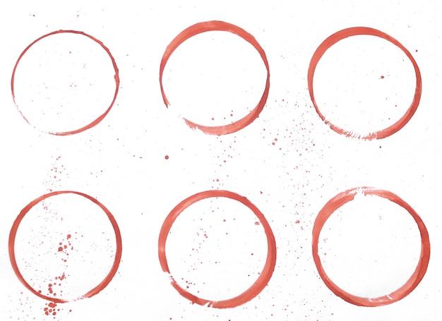 Conjunto de manchas vermelhas isoladas em fundo de papel branco