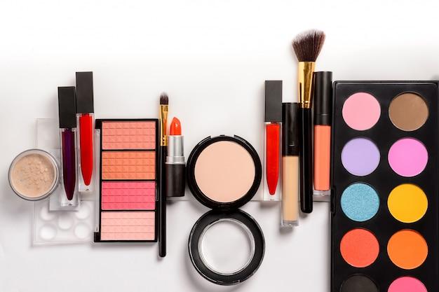 Conjunto de maquiagem, pincéis e cosméticos