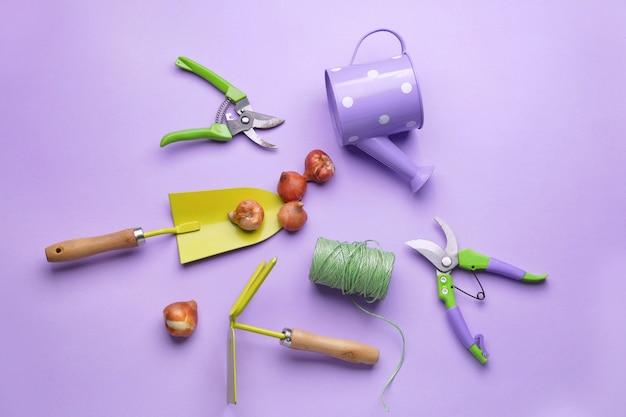 Conjunto de materiais de jardinagem em cores