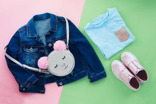 Conjunto de moda crianças usam plana leigos