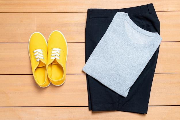 Conjunto de moda e roupas de homens casuais bonitos