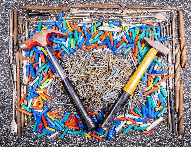 Conjunto de muitas ferramentas e acessórios diy