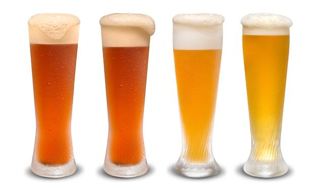 Conjunto de muitos copos de cerveja com cerveja diferente isolado no fundo branco.