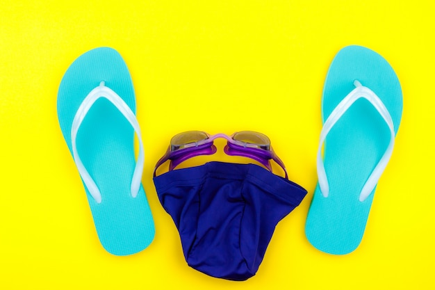 Conjunto de natação - chinelos, toalha, óculos, touca de natação
