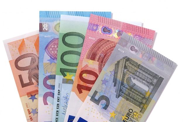 Conjunto de notas de moeda euro isolado