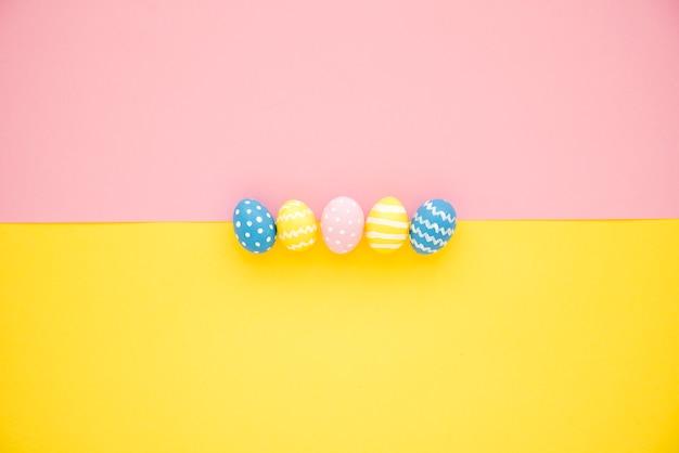 Conjunto de ovos brilhantes