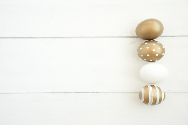 Conjunto de ovos de páscoa marrons
