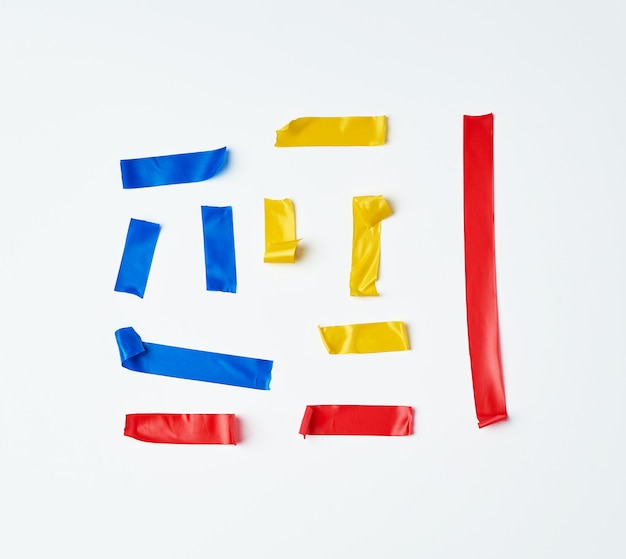 Conjunto de pedaços de borracha multicoloridos rasgados de fita isolante colada