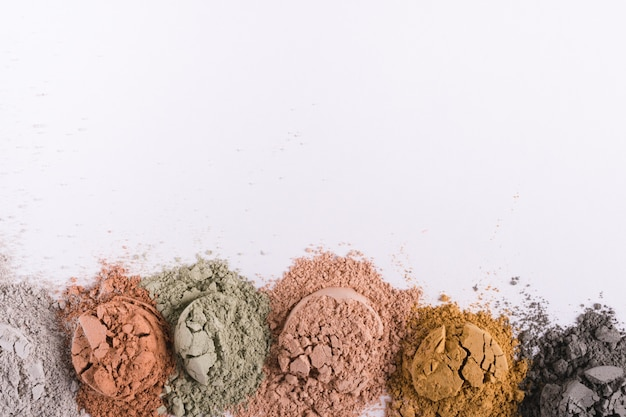 Conjunto de pós de lama de argila cosmética diferente