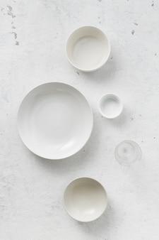 Conjunto de pratos vazios