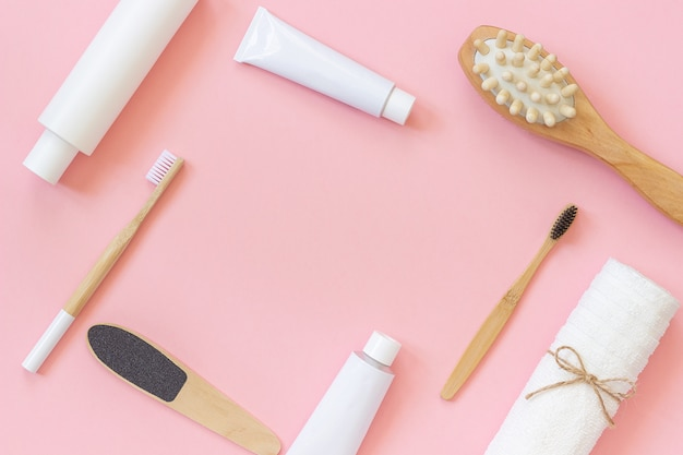 Conjunto de produtos cosméticos e ferramentas para chuveiro ou banheira com espaço de cópia de texto