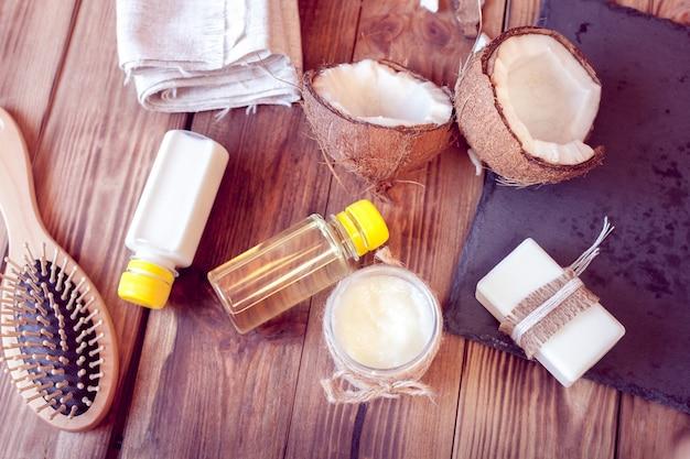 Conjunto de produtos de coco para cuidados com os cabelos e corpo