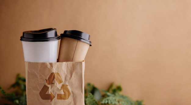 Conjunto de produtos de desperdício zero de copo e saco de café reciclado, redução de embalagens de plástico