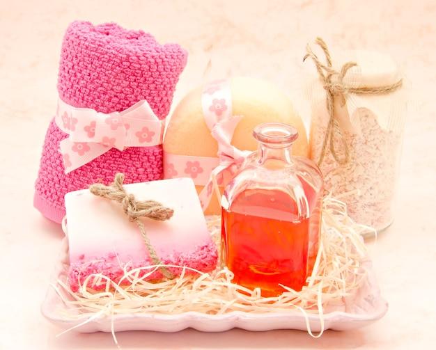 Conjunto de produtos de higiene rosa