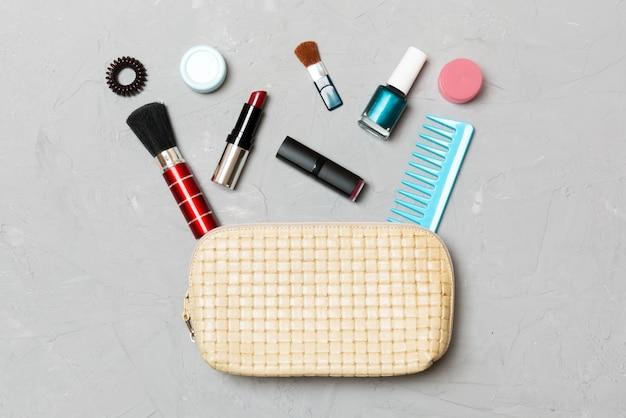 Conjunto de produtos de maquiagem e cuidados com a pele