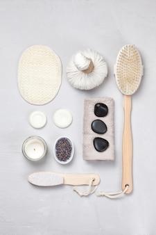 Conjunto de produtos tradicionais spa. conceito natural do cuidado do corpo