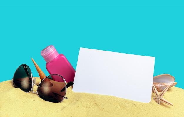 Conjunto de proteção solar na praia