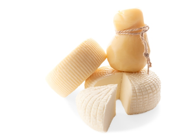 Conjunto de queijo. caciotta, caciocavallo, suluguni. sobre fundo branco. isolado.