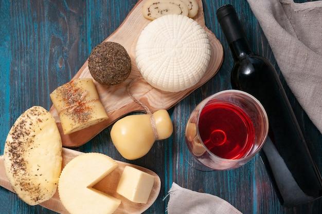 Conjunto de queijos halumi caciotta caciocavallo palitos de queijo suluguni belper knolle