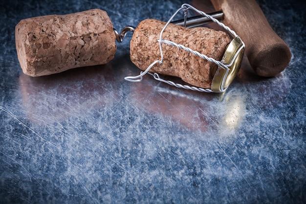 Conjunto de rolhas de champanhe saca-rolhas de fio trançado em fundo metálico