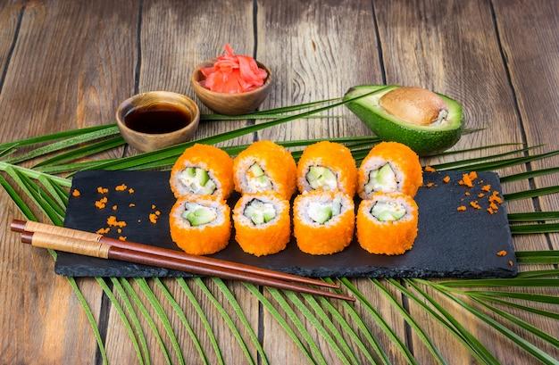 Conjunto de rolo de sushi da califórnia