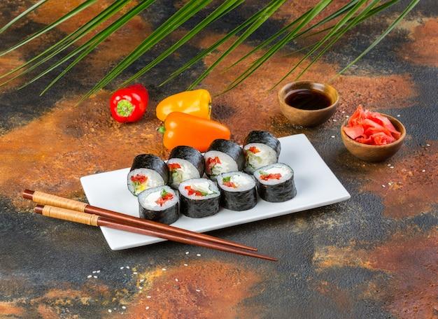 Conjunto de rolo de sushi vegetariano