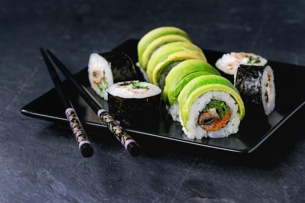 Conjunto de rolos de sushi