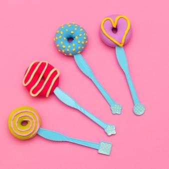 Conjunto de rosquinhas de moda. arte de flatlay mínimo de doces.