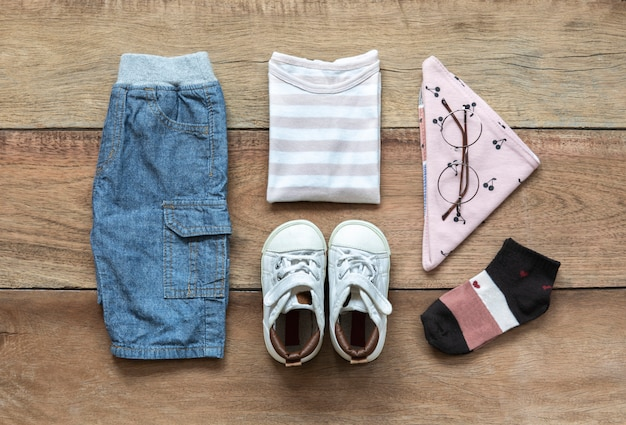 Conjunto de roupas de moda infantil