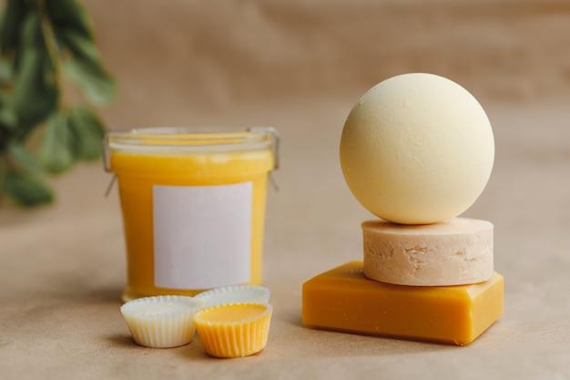 Conjunto de sabonetes com ingredientes naturais para spa