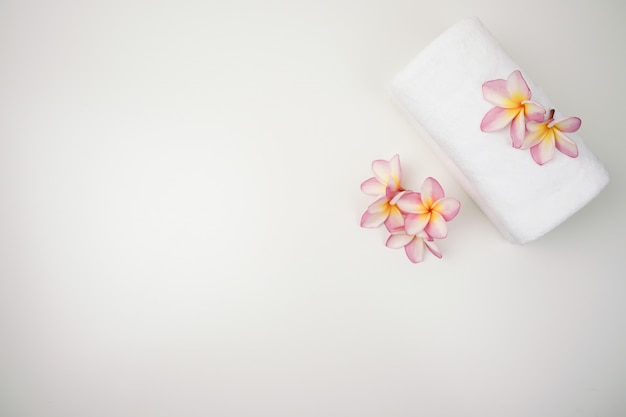 Conjunto de sal spa. conjunto de spa de beleza e moda spa de sal e toalha com vela