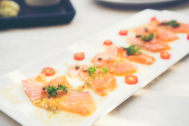 Conjunto de salmão sashimi