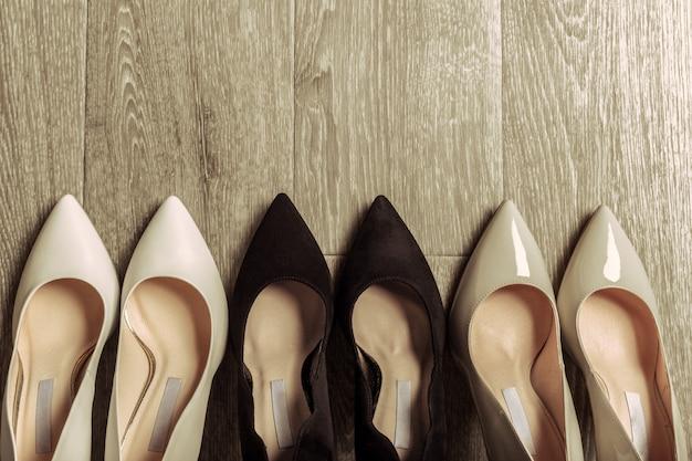 Conjunto de sapatos diferentes