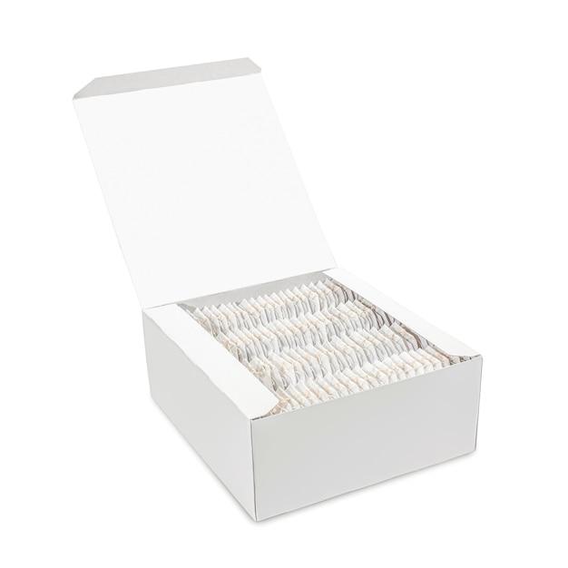 Conjunto de saquinhos de chá em caixa de papelão aberta. maquete de modelo em branco para produto de branding