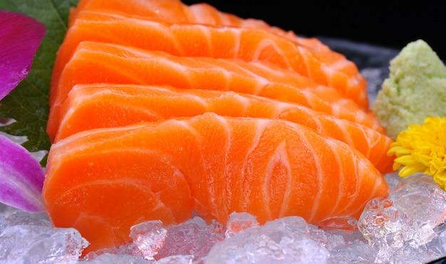 Conjunto de sashimi de salmão japonês