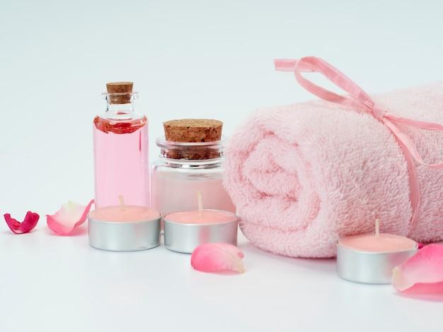 Conjunto de spa de óleo de rosas e velas perfumadas