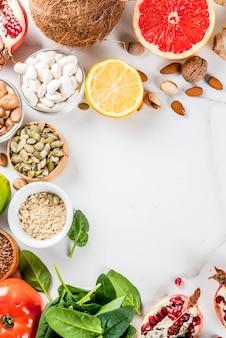 Conjunto de superalimentos de alimentos orgânicos dieta saudável feijão legumes nozes sementes verdes quadro de frutas e legumes