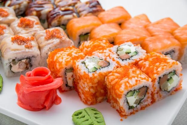 Conjunto de sushi, comida japonesa