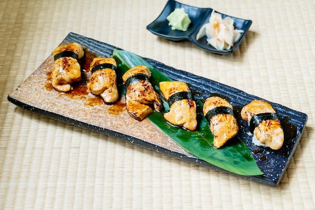 Conjunto de sushi de foie gras