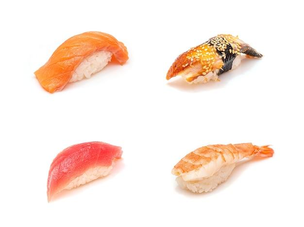 Conjunto de sushi isolado no branco