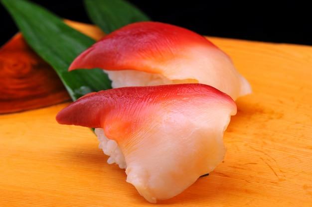 Conjunto de sushi japonês hokkigai