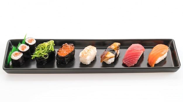Conjunto de sushi misto - comida japonesa