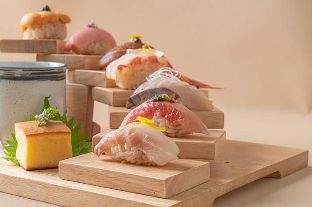Conjunto de sushi premium omakase - comida japonesa