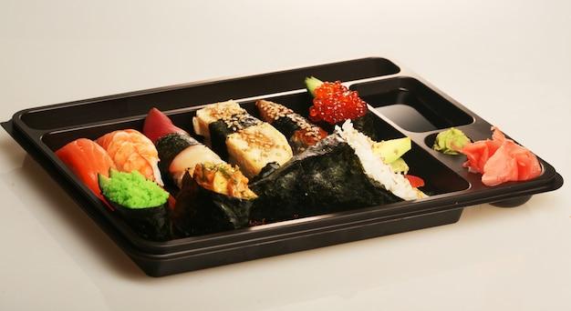 Conjunto de sushi tradicional japonês
