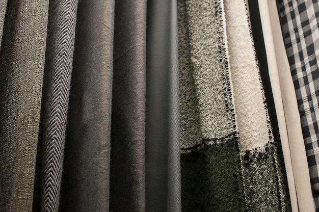 Conjunto de tecidos multicoloridos