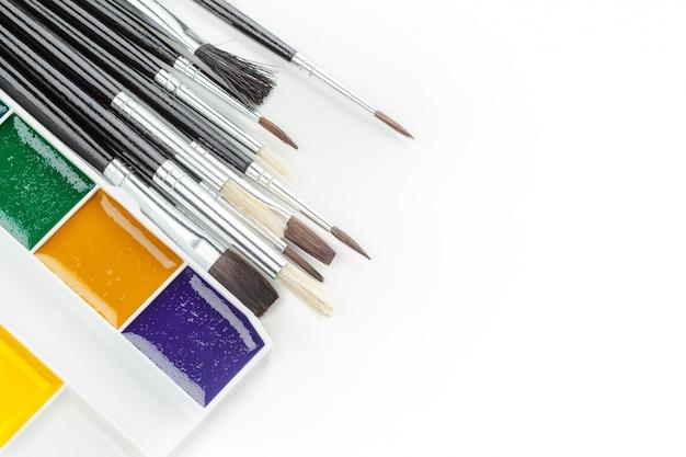 Conjunto de tintas aquarela e pincéis