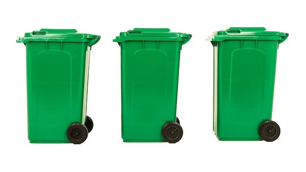 Conjunto de três novas caixas grandes verdes unbox isoladas no fundo branco.