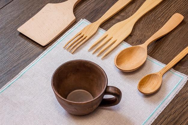 Conjunto de utensílios de madeira