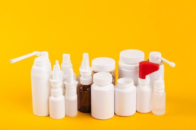 Conjunto de várias garrafas médicas